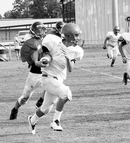 Zachary Bryan runs the ball during Bulldog scrimmage.