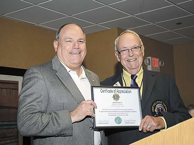 Woodville Lions President presents certificate